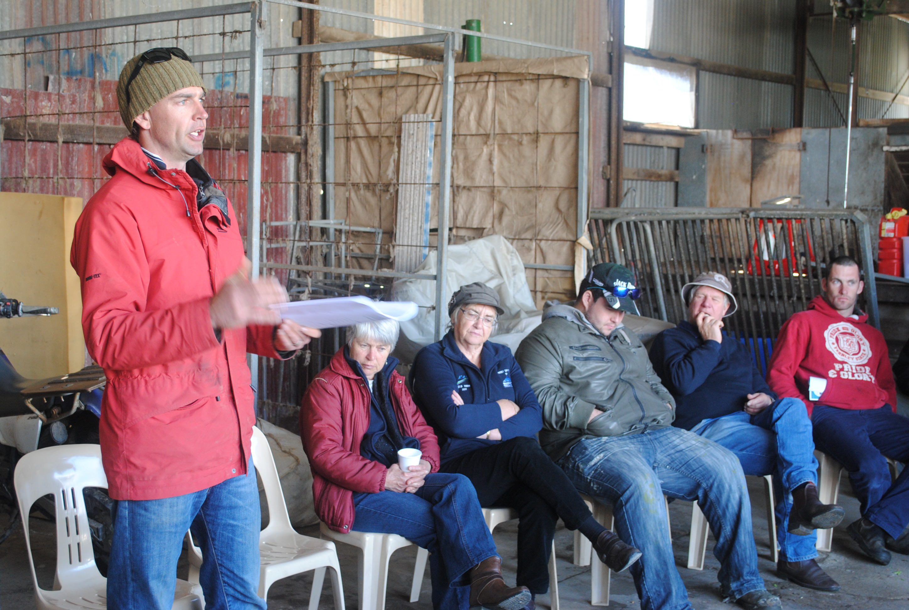 Image of Frank D'Emden from Precision Agronomics Australia briefing an audience on nitrogen 'top-up' decisions
